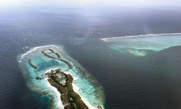 Ein Luxusressort auf den Malediven. / Bild: APA/AFP/ROBERTO SCHMIDT
