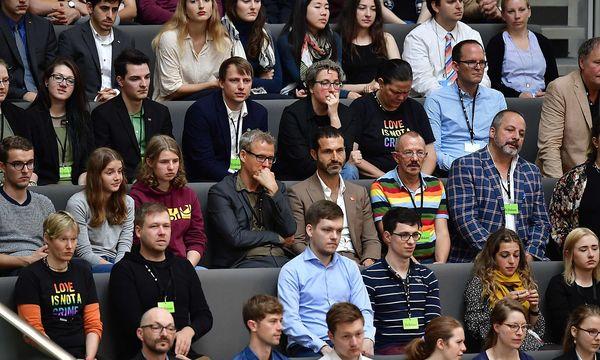 Besucher im deutschen Bundestag / Bild: APA/AFP/TOBIAS SCHWARZ