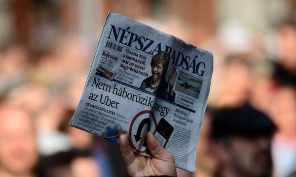 "Geschlossene Oppositionszeitung ""Népszabadság"" / Bild: (c) APA/AFP/ATTILA KISBENEDEK"