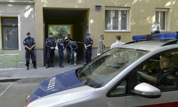 Polizei am Montag beim Tatort / Bild: APA/HERBERT NEUBAUER
