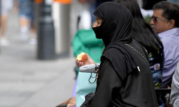 Er sehe die Verschleierung als Symbol der Unfreiheit, sagt Schieder. / Bild: APA/ROLAND SCHLAGER