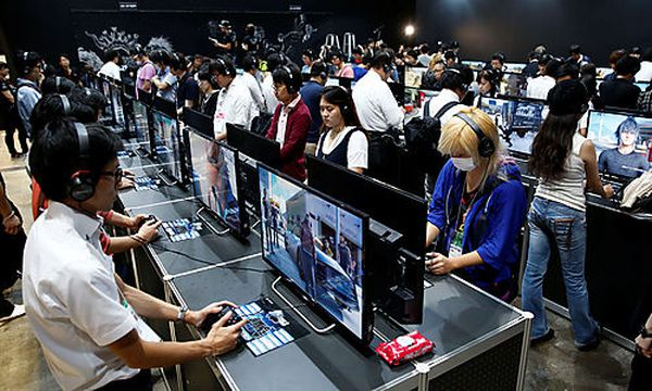 People play the video game ´Final Fantasy XV´ at Tokyo Game Show 2016 in Chiba / Bild: (c) REUTERS (KIM KYUNG-HOON)