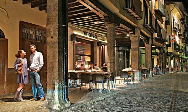 (c) Tourspain Cool. Morella hat mittelalterliche Schneespeicher und eine lebendige Innenstadt.