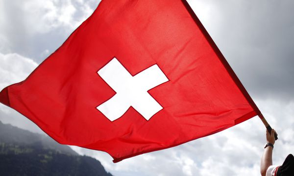 Sonderfall Schweiz: Offenlegen oder anonym bleiben? / Bild: (c) REUTERS (PASCAL LAUENER)
