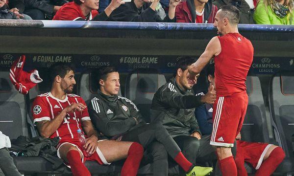 Franck Ribéry war sauer und warf nach seiner Auswechslung das Bayern-Trikot weg. / Bild: (c) imago/ActionPictures (Peter Schatz)