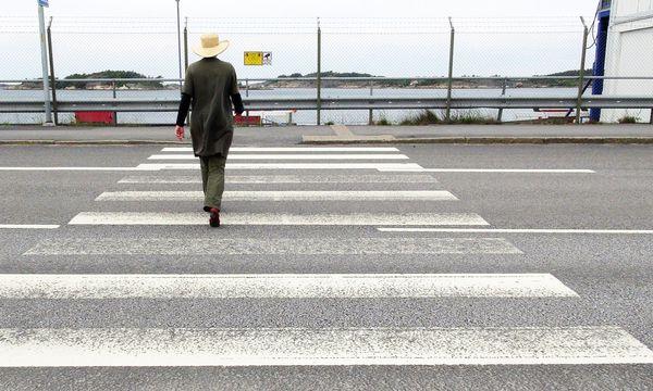 """(c) Beigestellt Infrastruktur. Straßen queren, Straßen folgen. """"Jane's Walk"""" führt durch die Stadträume."""