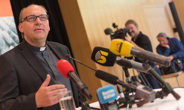 Hermann Glettler am Mittwoch, unmittelbar nach der Bekanntgabe des Vatikans, dass er Bischof in Innsbruck wird. / Bild: (c) APA/EXPA/JAKOB GRUBER (EXPA/JAKOB GRUBER)