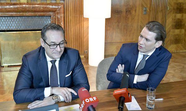 Vizekanzler Strache (l.) und Kanzler Kurz beim Pressestatement zum Budget im Bundeskanzleramt / Bild: (c) APA/HERBERT NEUBAUER (HERBERT NEUBAUER)