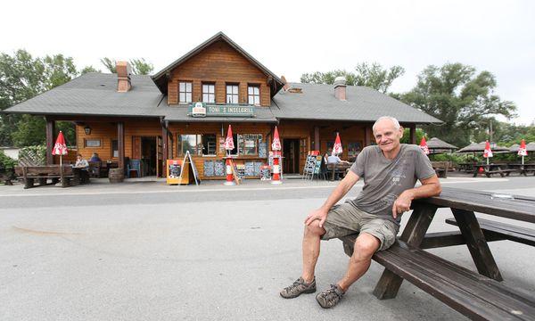 Toni Chrapal lebt seit seiner Jugend in der Donaustadt und hatte nie das Bedürfnis, den Bezirk zu verlassen. / Bild: (c) Stanislav Jenis
