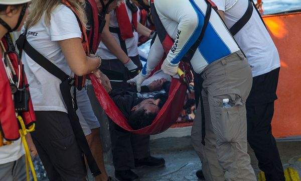 """Auf der """"Aquarius"""" werden vorerst keine weiteren Rettungseinsätze von """"Ärzte ohne Grenzen"""" durchgeführt. / Bild: APA/AFP/ANGELOS TZORTZINIS"""