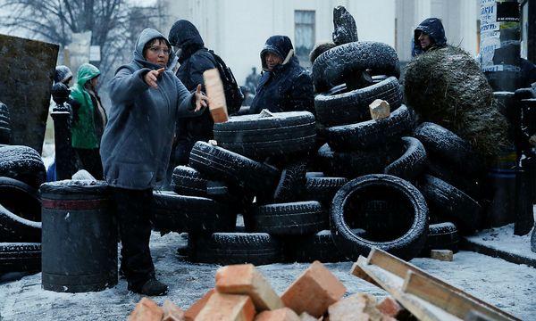 Seit Oktober verschanzen sich Unterstützer Saakaschwilis vor dem Parlament in Kiew. / Bild: REUTERS/Gleb Garanich