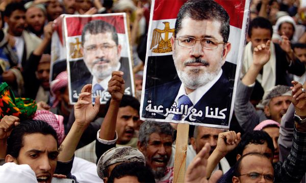 Der gestürzte ägyptische Präsident Mohammed Mursi ist nun auch wegen Beihilfe zum Mord angeklagt worden.  / Bild: (c) Reuters (Khaled Abdullah)
