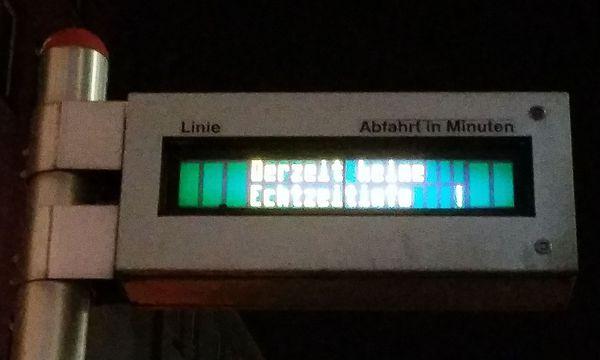 """""""Derzeit keine Echtzeitinformation"""" ist auf den Anzeigen der Wiener Linien zu lesen. / Bild: Erich Kocina"""