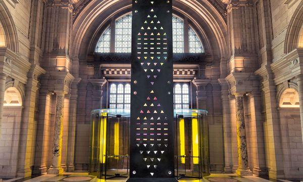 """(c) Beigestellt Installation. Die Skulptur """"Zotem"""" ragte 18 Meter hoch in den Raum."""