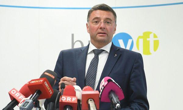 Verkehrsminister Jörg Leichtfried während einer Pressekonferenz nach Ende des 'Dieselgipfel' im Verkehrsministerium / Bild: APA/HELMUT FOHRINGER