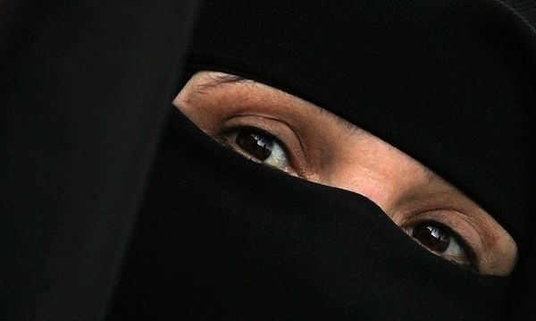 Verschleierte Frau / Bild: imago