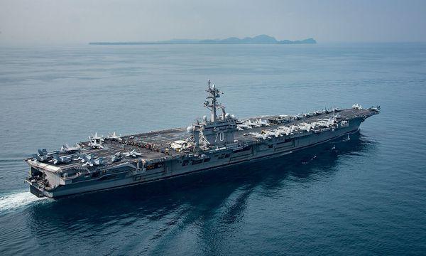 """Die """"USS Carl Vinson"""" auf einem Bild der Navy, als das Schiff die Sundastraße durchquerte und damit Fragen aufwarf. / Bild: U.S. Navy"""