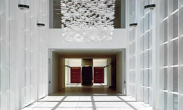 (c) Beigestellt Kunstvoll. Im Hauptquartier von Tod's sind vielerorts Kunstwerke aus Diego Della Valles Sammlung zu sehen. Hier eine Installation von Jacob Hashimoto.