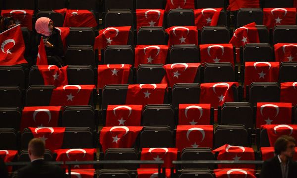 Türkische Wahlkampfveranstaltung in Deutschland / Bild: APA/AFP/SASCHA SCHUERMANN
