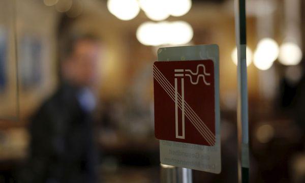 Wirte bleiben freiwillig rauchfrei / Bild: Reuters