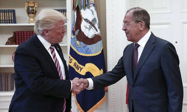 """Trump und """"Haudegen"""" Lawrow  / Bild: imago/ITAR-TASS"""
