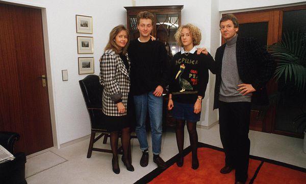 Die Schleckers auf einem Familienfoto aus 1987: Damals war noch keine Rede von Pleite oder Prozess. / Bild: RASCH / Action Press / picturedesk.com