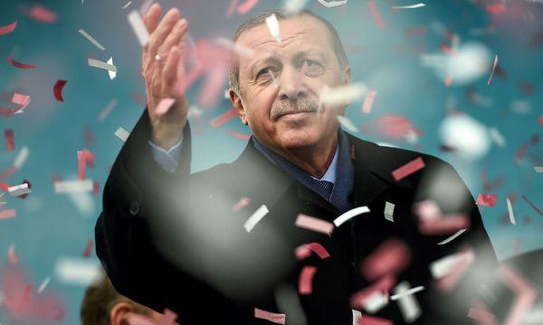 Der türkische Präsident Erdogan setzt zu Gegenmaßnahmen gegen die Niederlande an. / Bild: (c) APA/AFP/OZAN KOSE (OZAN KOSE)