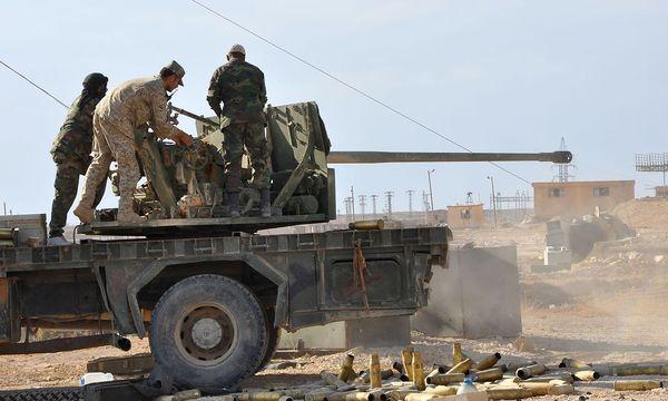 Die syrische Armee setzt auf Unterstützung der russischen Luftwaffe. / Bild: APA/AFP/STRINGER