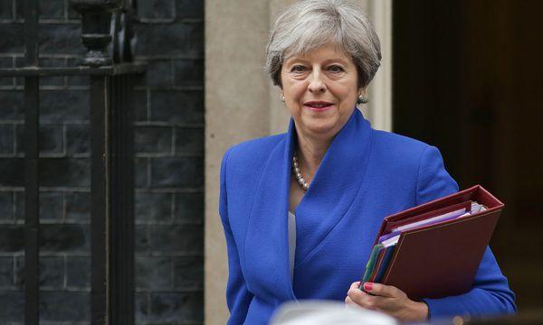 Die britische Premierministerin May will, dass schneller verhandelt wird.  / Bild: (c) APA/AFP/DANIEL LEAL-OLIVAS