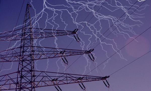 Strommast mit Blitz / Bild: (c) Bilderbox
