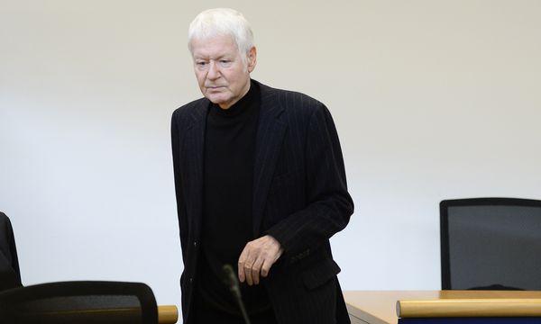 Anton Schlecker galt lang als Phantom. Bis zum Prozessauftakt vergangene Woche war das aktuellste Foto von ihm aus dem Jahr 1999. / Bild: (c) APA/AFP/THOMAS KIENZLE