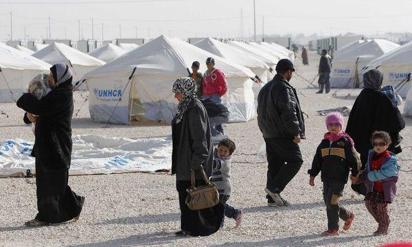 Syrian refugees walk near newly pitched tents at the Al-Zaatari refugee camp in Mafraq / Bild: REUTERS