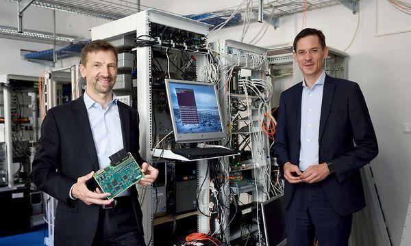 Die TTtech-Chefs Stefan Poledna und Georg Kopetz können sich über Samsung als neuen Partner freuen.  / Bild: Die Presse / Fabry