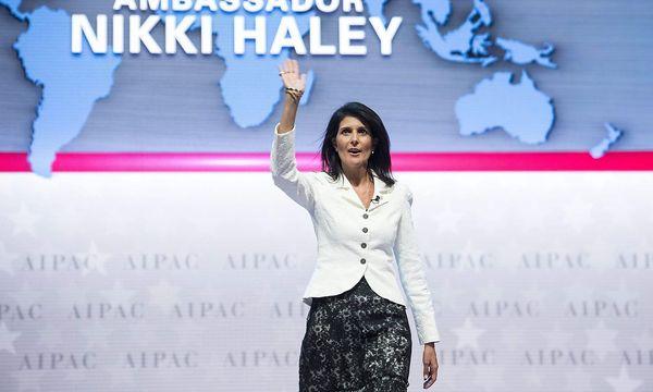 Nikki Haley bei einer Veranstaltung der AIPAC. / Bild: APA/AFP/NICHOLAS KAMM