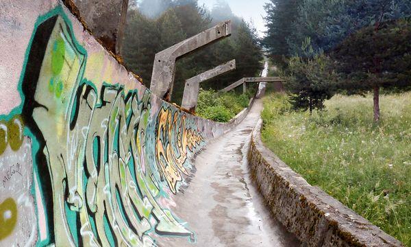 (c) flickr/Amy Nelson (CC BY 2.0) Sarajevo. Die Geschichte des Bosnienkriegs zeigt sich auch an der Bobbahn.