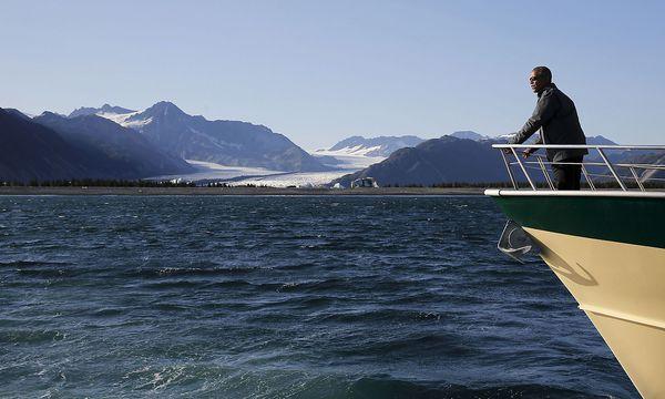 Archivbild vom damaligen US-Präsidenten Barack Obama bei einer Schiffsfahrt im Kenai Fjords Nationalpark in Alaska im September 2015. / Bild: (c) REUTERS (Jonathan Ernst / Reuters)