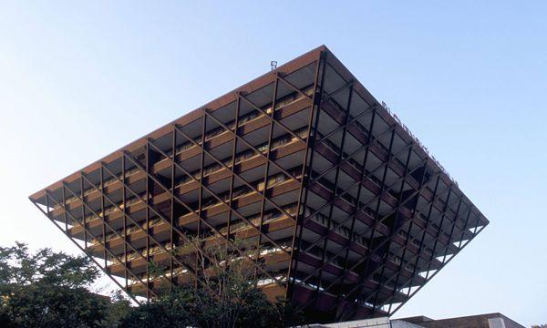 Imago Das Gebäude des Slowakischen Hörfunks ist eine umgedrehte Pyramide.
