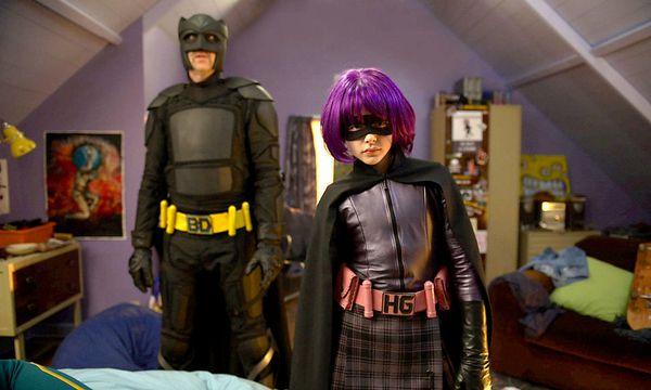 """Gewalttätig, aber sonst ein vorbildliches Team: Big Daddy und Hit-Girl in """"Kick-Ass"""". / Bild: Marv Films"""