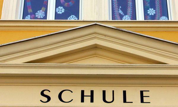 Schulgebaeude - school building / Bild: (c) www.BilderBox.com (www.BilderBox.com)