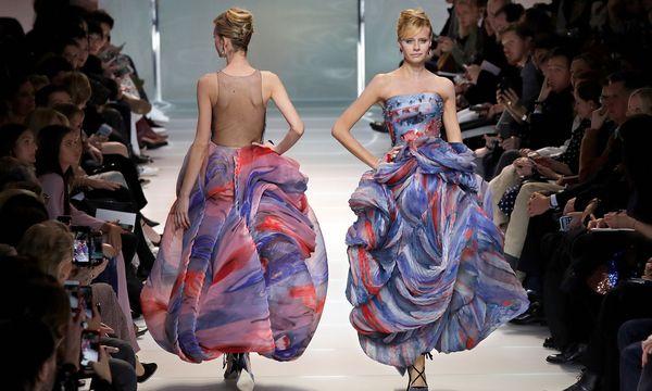 """(c) REUTERS (CHARLES PLATIAU) Armani Privé. Das Motto, dem die Couture-Kollektion folgte, lautete diesmal bei Armani """"Nuages""""."""