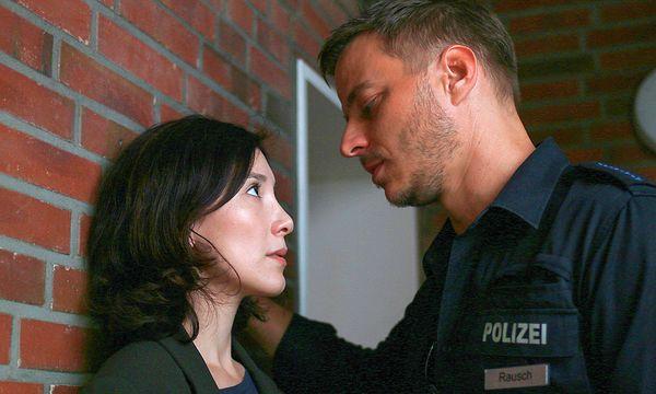 Sarah Brandt (Sibel Kekilli) trifft ihre Jugend-Bekanntschaft Thorsten Rausch (Tom Wlaschiha). Aber ist er ein Guter? / Bild: (c) ORF (Christine Schroeder)