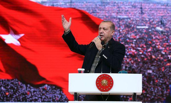 Erdogan bei einem Wahlkampf-Auftritt. / Bild: APA/AFP/TURKISH PRESIDENTIAL PRE