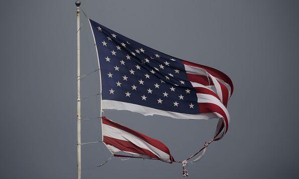 Eine vom Sturm zerschlissene US-Fahne flattert in Conroe, Texas, im Wind / Bild: (c) REUTERS (Carlo Allegri)