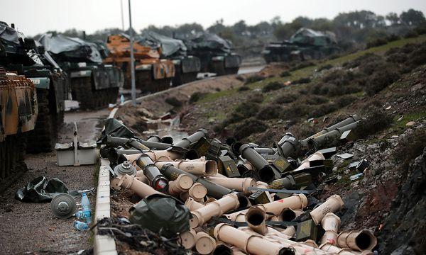 Die Türkei schickte Panzer nach Syrien - auch in Deutschland produzierte Leopoard-2-Panzer. / Bild: REUTERS