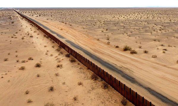 Zaun an der Grenze zwischen USA und Mexiko / Bild: imago/Xinhua