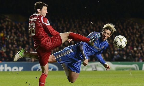 Fernando Torres (rechts) gegen Michael Parkhurst / Bild: REUTERS