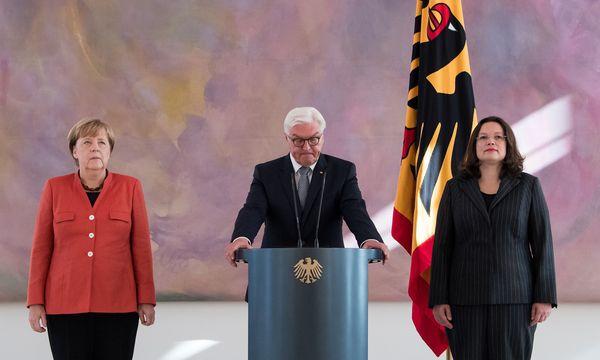 """Andrea Nahles (rechts) hatte """"ein bisschen Wehmut"""", als sie die Regierung mit der Union verließ. Aber künftig kriege die Union eine """"auf die Fresse"""", sagte die frischgebackene SPD-Fraktionschefin. / Bild: (c) APA/AFP/dpa/BERND VON JUTRCZENKA (BERND VON JUTRCZENKA)"""