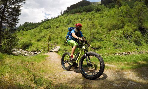 Fatbikes sind dank ihrer dicken Reifen die Wohlfühlräder unter den E-Bikes. / Bild: (c) Benedikt Kommenda