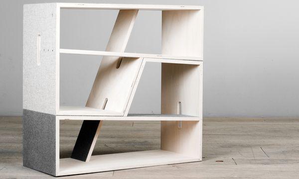 """(c) Beigestellt Sitzregal. In """"Pauli"""" kann man die Bücher schlichten, die man auf """"Pauli"""" zuvor gelesen hat. Auch stapelbar."""