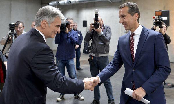 Ein Bild mit Seltenheitswert: Werner Faymann (damals noch Kanzler) und Christian Kern (damals ÖBB-Chef) im Jahr 2015 / Bild: APA/HERBERT NEUBAUER